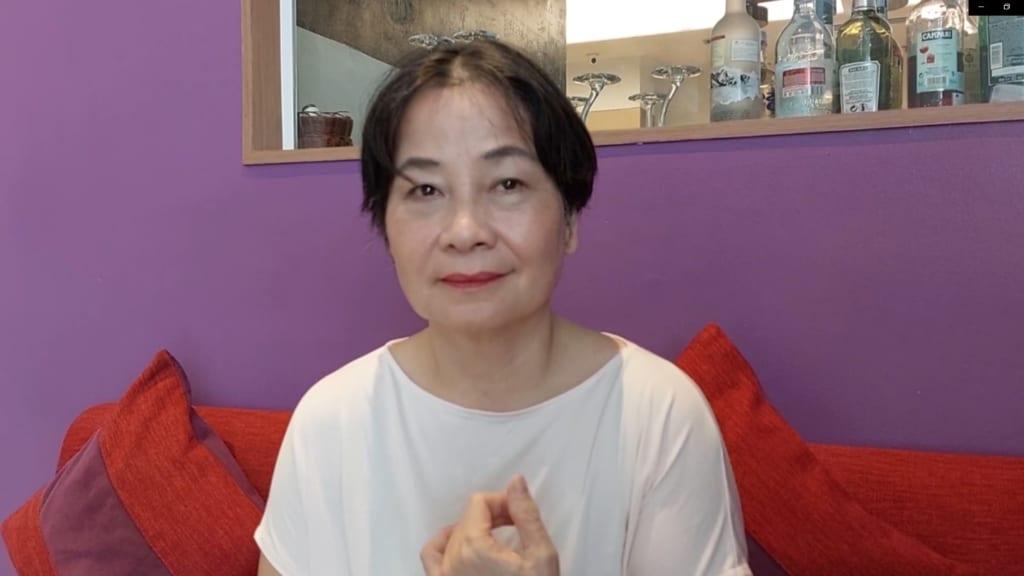 Cô Hà Cẩm Tâm 72 tuổi Cựu giảng viên Ngoại Ngữ ĐH Quốc Gia Hà Nội.